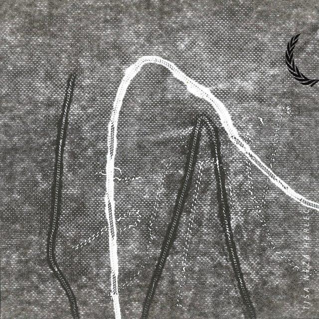 >> Tisa Neža Herlec <<  Tisa Neža Herlec (1996) zaključuje dodiplomski študij slikarstva na ljubljanski ALUO, med leti 16/17 je študirala na École des Beaux-Arts Dijon v Franciji, v času pomladi 2019 pa na Academie Minerva v Groningenu na Nizozemskem. Na področju umetnosti interdisciplinarno združuje medije, v zadnjem času se posveča predvsem zvoku in performativnosti. Raziskuje področja improvizacije, noisa in eksperimentalnega zvočenja. Ukvarja se s skupnim in vsakdanjim, stremi k razumevanju časa in prostora, okoliščin, v katerih živi in deluje. Od leta 2015 je del kolektiva Modri kot, prostora v AT Rog. Aktivno razstavlja in nastopa doma in v tujini. Je štipendistka MOL.  ><<  Tisina dela so razstavljena v sklopu naše letošnje pregledne razstave, ki je na ogled do 8. novembra v Kinu Šiška vsak dan med 12:00 in 22:00.  ><<   #bienaleneodvisneilustracije #bienaleneodvisnih #bienaleljubljana #ljubljanaevents #eventsljubljana #illustration #kinošiška #kinošiškaljubljana #igljubljubljana  #ljubljana #tisanežaherlec #tisanezaherlec