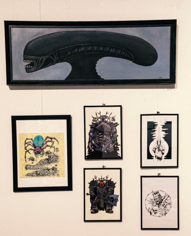 >> Žiga Urdih <<  Žiga Urdih (1987) je obalni ilustrator in oblikovalec. Ustvarja z različnimi mediji pri katerih so vselej prisotni elementi stripa in satire. Žiga je je letošnji avtor, katerih dela si lahko ogledate v sklopu osrednje skupinske razstave Bienala neodvisnih v Kinu Šiška. Na ogled še do konca tedna. :)    foto: Urška Boljkovac, arhiv KŠ #bienaleneodvisneilustracije #bienaleneodvisnih #bienaleljubljana #ljubljanaevents #eventsljubljana #illustration #kinošiška #kinošiškaljubljana #igljubljubljana  #ljubljana #žigaurdih